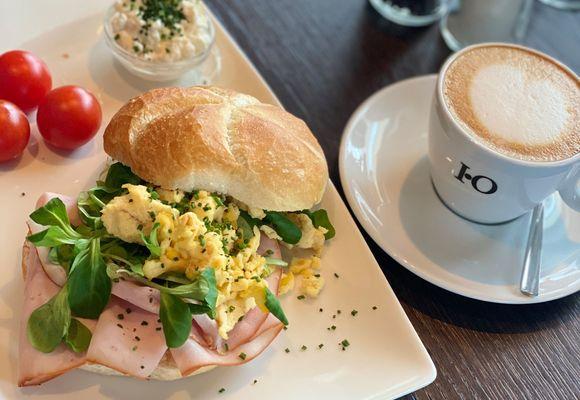 Genussvolles Frühstück am Morgen