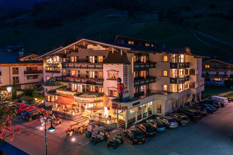 Hotel Central Gerlos bei Nacht